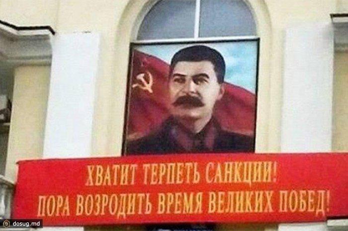 Pod-portretom-Stalina-v-nbsp-Mahachkale-