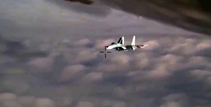 Как русский Су-27 перехватил американский RC-135U в небе над Балтикой. ВИДЕО