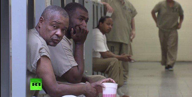 Надзиратели в тюрьмах США издеваются над душевнобольными заключёнными