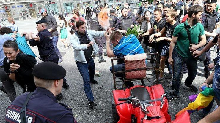 politsija-nachala-zaderzhivat-aktivistov-s-obeih-storon_rect_2ef7d442136f2b1021610d66e0fdd0a8