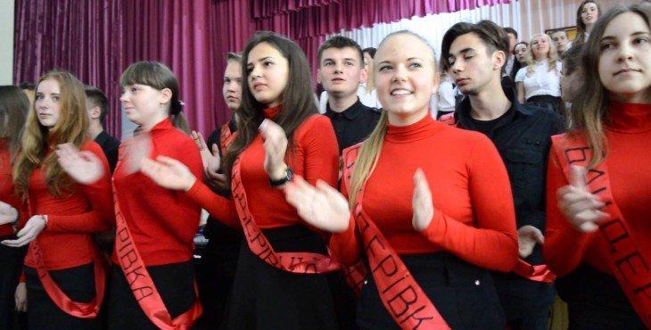 Школьники украинского лицея спели песню «Я — бандеровец»