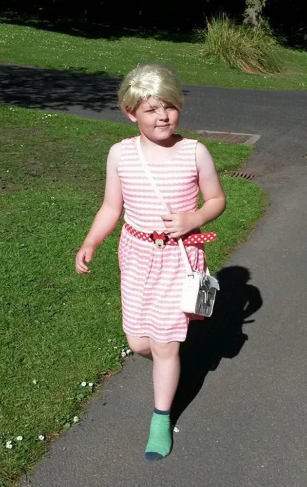 Какой девятилетний мальчик решиться выйти на улицу в платье?