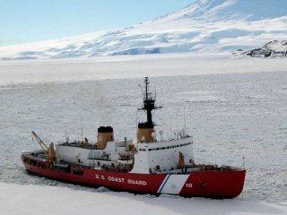 """Единственный действующий тяжелый ледокол США в Арктике - """"Polar Star""""."""