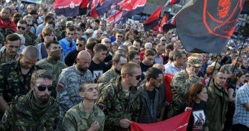 Members of the far-right radical group Right Sector and their supporters attend an anti-government rally in Kiev, Ukraine, July 21, 2015. REUTERS/Gleb Garanich - RTX1L9DI