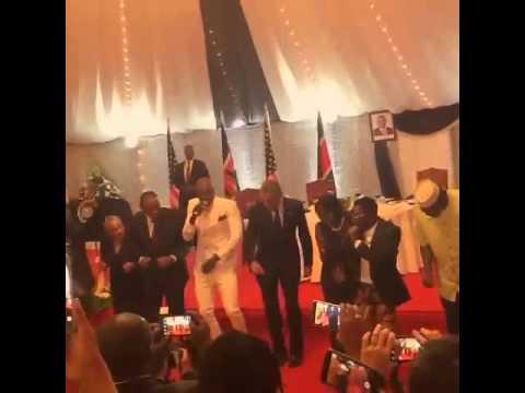 Обама вспомнил африканские танцы (ВИДЕО)