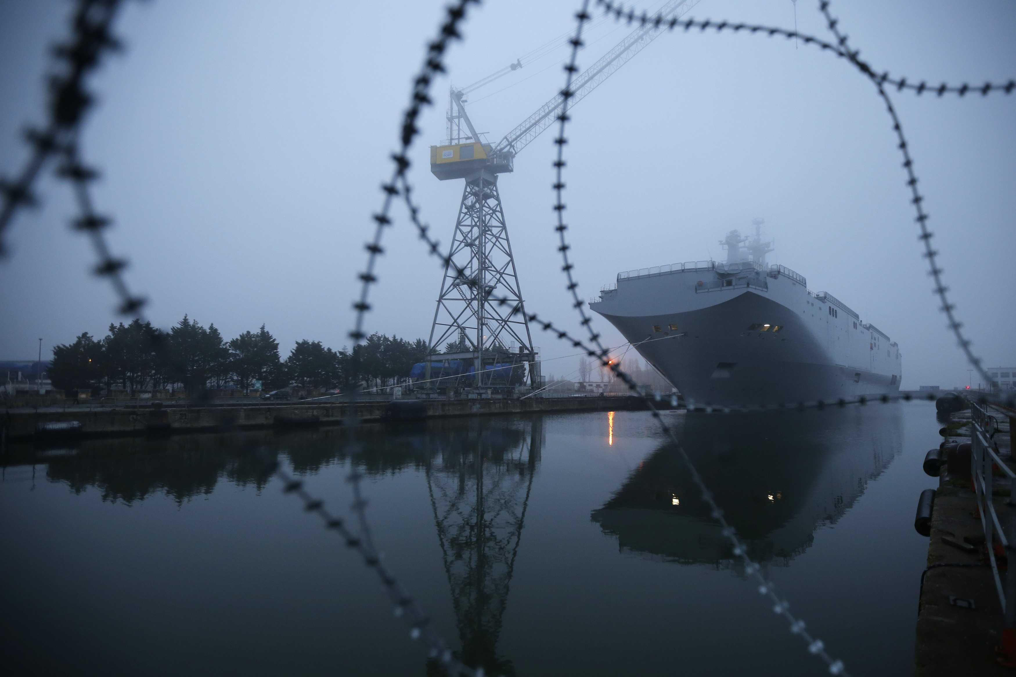 The Mistral-class helicopter carrier Vladivostok is seen at the STX Les Chantiers de l'Atlantique shipyard site in Saint-Nazaire, western France, November 25, 2014. France suspended indefinitely on Tuesday delivery of the first of two Mistral helicopter carrier warships to Russia, citing conflict in eastern Ukraine where the West accuses Moscow of fomenting separatism. REUTERS/Stephane Mahe (FRANCE - Tags: BUSINESS MILITARY POLITICS MARITIME TPX IMAGES OF THE DAY)