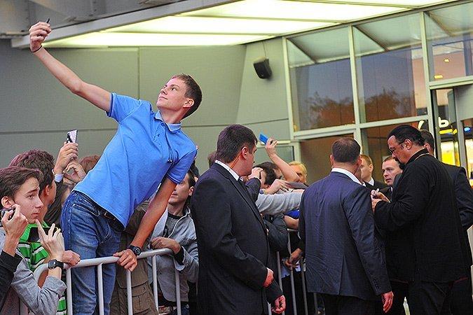 Селфи с голливудской звездой. Фото: Евгения ГУСЕВА