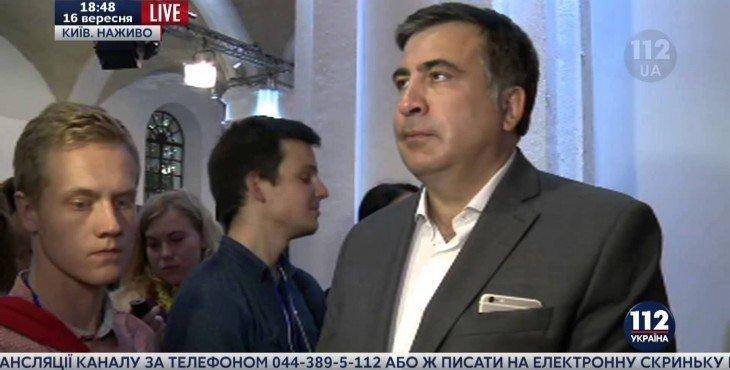 Ненормальное поведение Саакашвили во время включения гимна Украины (Видео 16.09.15)