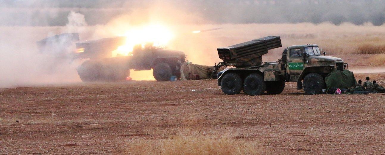 """© Михаил Алаеддин РЗСО """"град"""" сирийской армии ведет огонь по позициям террористов близ поселений на границе провинций Хомс и Хама"""