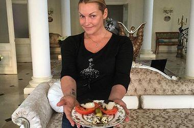Волочкова и ее блюдо. Фото: instagram.com/volochkova_art