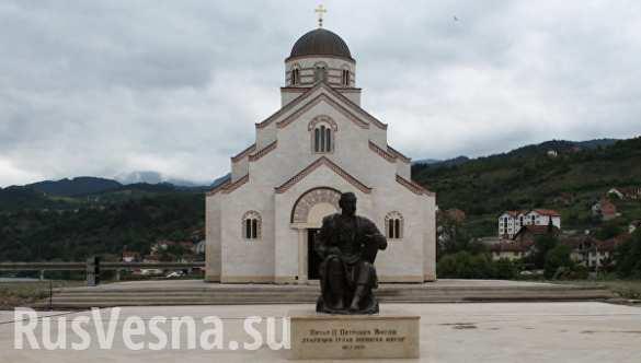 chernogoriya-pamyatnik-korolyu-petru[1] (1)