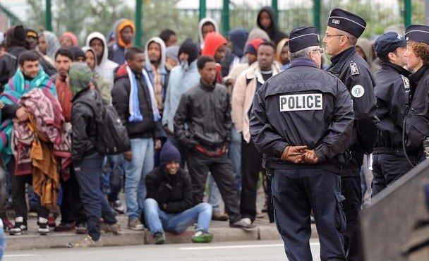 es-deportirovala-569-migrantov