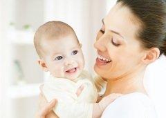 День матери в России отмечается в последнее воскресенье ноября (Фото: Yuganov Konstantin, Shutterstock)