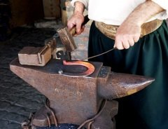Кузнечное дело — это одно из старинных и самых уважаемых ремесел (Фото: LValeriy, Shutterstock)