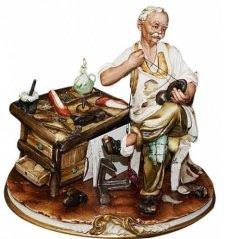 Изготовление обуви и её починка – очень древнее ремесло...