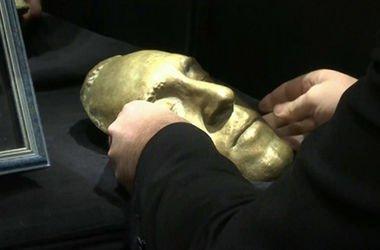 Посмертная маска Владимира Высоцкого. Кадр: видео 1tv.ru