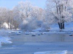 На Руси считали, что в этот день воду в реках и озерах сковывает льдом (Фото: Andrey Stepanov, Shutterstock)