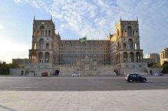 Площадь Свободы в Баку (Фото: Ramil Aliyev, Shutterstock)