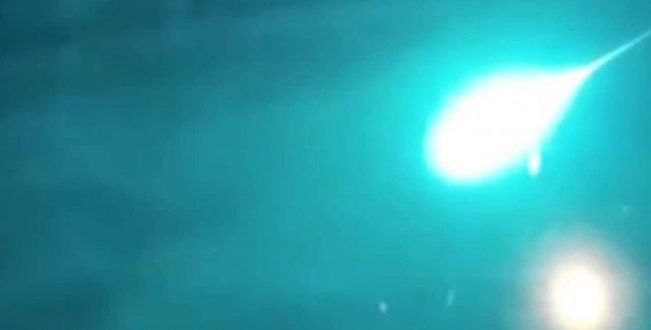 Зелёный метеор озарил небо над Сибирью