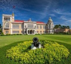 Парламент Таиланда (Фото: Bule Sky Studio, Shutterstock)