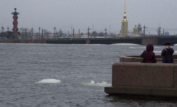 уровень воду в Неве повышается