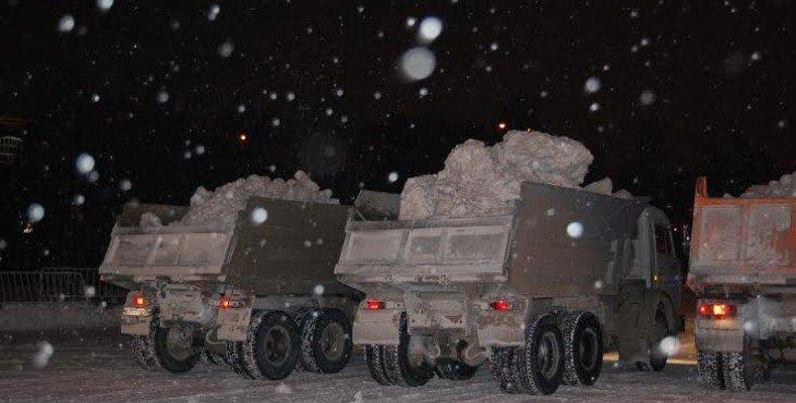 Из Саратова вывезли много снега