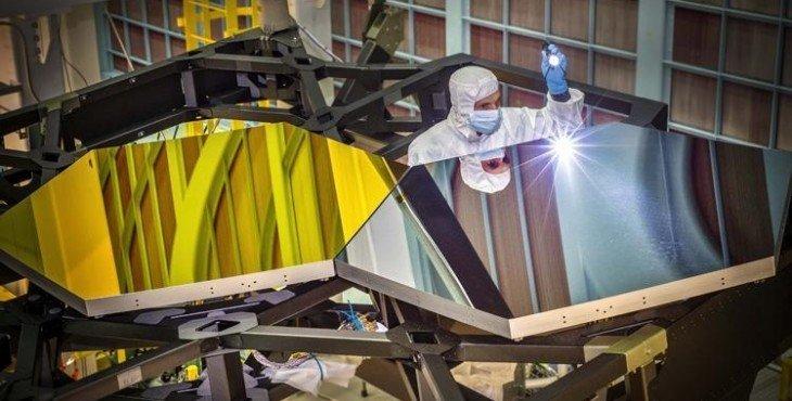 teleskop-dzhejms-uehbb