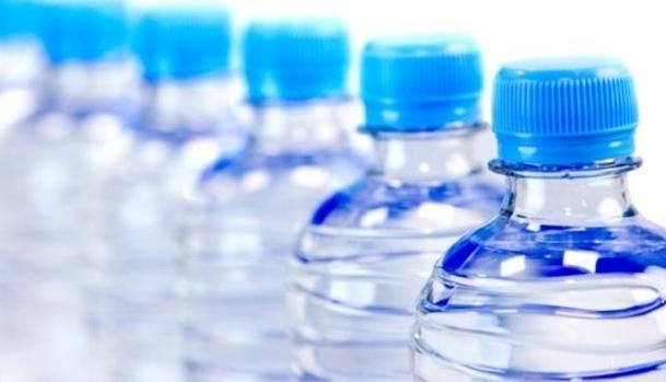 voda-v-plastikovykh-butylkakh