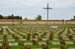 Мемориал Холокоста около лагеря для военнопленных в городе Терезин, Чехия (Фото: Dziurek, Shutterstock)