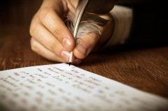 Сегодня необходимо вспомнить об уникальности почерка каждого человека (Фото: mizar_21984, Shutterstock)