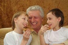 Чем больше внуков, тем лучше! (Фото: Ruslan Guzov, Shutterstock)