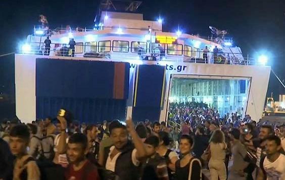 migranty-prorvalis-v-port-kale