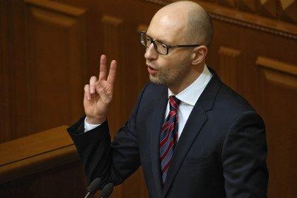 Яценюк критикует Порошенко