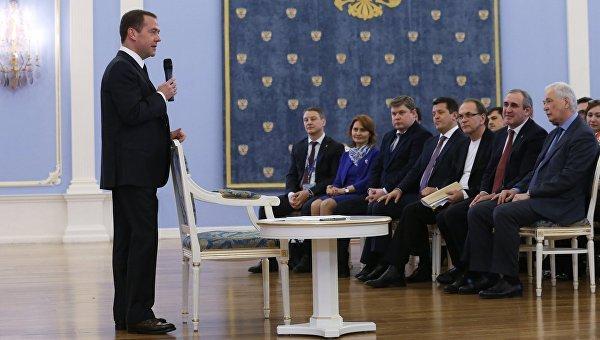 Медведев предложил воспользоваться низкими ценами на нефть