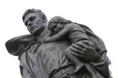 Сегодня это праздник всех тех, кто защищал, защищает и готов защищать Отечество (Фото: Shutterstock)