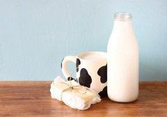 Во времена язычества на Имболк взбивали масло со свеженадоенного молока (Фото: tomertu, Shutterstock)