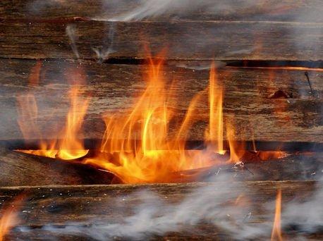 огонь на заводе потушили