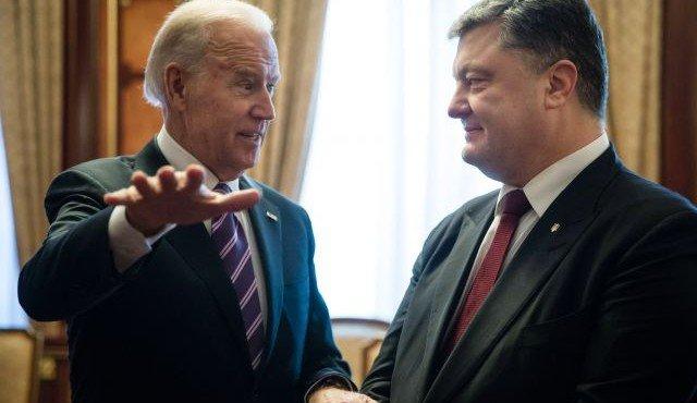 Байден запрещает Порошенко трогать Яценюка
