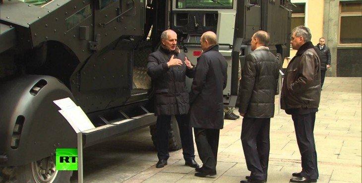Александр Бортников показал Владимиру Путину новые броневики для спецназа ФСБ