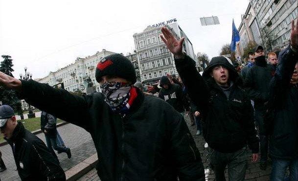 nemetskie-kollektory-projdut-po-ukraine-marshem