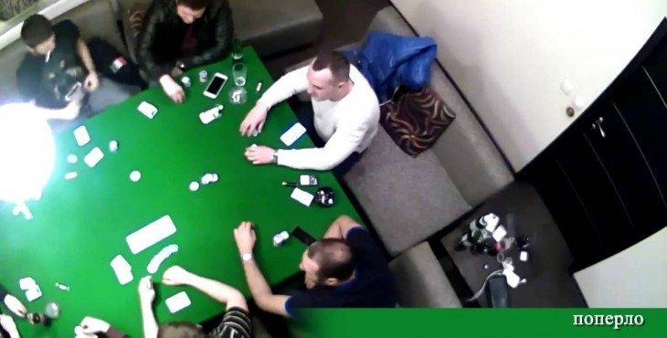 Скрытая камера: Сын Авакова накурился и проиграл в карты 100 000