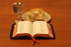 «Пейте из нее все, ибо сие есть Кровь Моя Нового Завета...» (Фото: sagasan, Shutterstock)