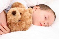 Детям для нормальной работы организма необходимо спать не меньше 10 часов в сутки (Фото: Shutterstock)