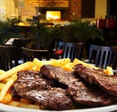 Сегодня рекомендуется отказаться от мяса... (Фото: Luiz Rocha, Shutterstock)