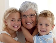 Они с нетерпением ждут «бабушкиного дня», когда все их внуки собираются вместе (Фото: wavebreakmedia, Shutterstock)