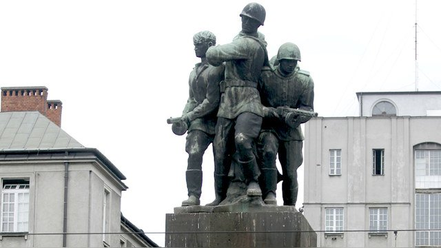 Польша: памятники - это угроза!