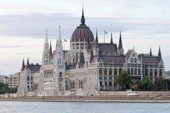 Парламент Венгрии, олицетворяющий ее независимость, по-королевски красив (Фото: images72, Shutterstock)