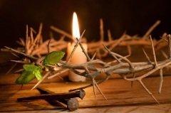 Служба в Великую Пятницу посвящена воспоминанию смерти на кресте Иисуса Христа, снятию с креста Его тела и погребению Его (Фото: Anneka, Shutterstock)