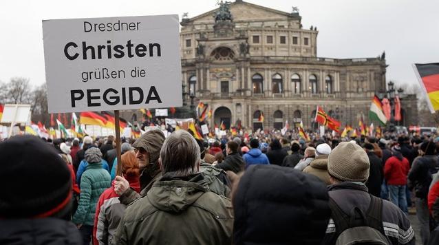 mitinguyushchie-v-drezdene-vystupili-protiv-islamizatsii-evropy