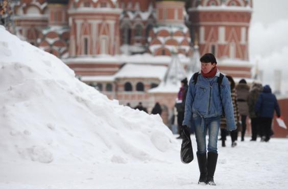 moskvu-vesnoj-zasypalo-snegom